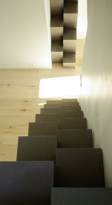 gain de place l escalier pas japonais making loft. Black Bedroom Furniture Sets. Home Design Ideas